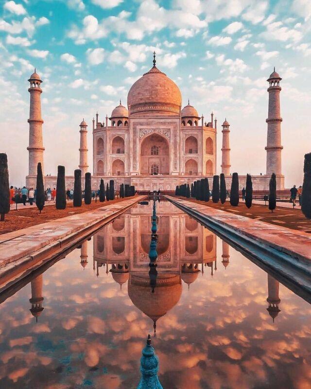 📍Taj Mahal, Indie  Indie to z pewnością orientalny kraj, a zarazem miejsce ogromnych kontrastów. Mieliście okazję je odwiedzić?🛕✨  Obserwuj @lifestyler.pl by poznać piękne miejsca i hotele na świecie 🌍  #arizona #wakacje #zwiedzamy #widoki #polskieblogipodroznicze #podróżnicy #stany #podrozowanie #turysta #pieknemiejsca #podróże #zwiedzamyświat #wczasy #polandtravel #stanyzjednoczone #blogpodrozniczy #podrozniczka #wycieczka #zwiedzanie #podrozemaleiduze #natura #turystyka #kochampodróże #podróżowanie #polishtravelblogs #pieknemiejsce #podroznicy #pieknewidoki #plaza #usa